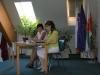 Voditeljica novinarske konference in predstavnica KS Prevorje