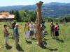 Udeleženci novinarske konference ob Guzajevem kipu na Prevorju