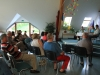 Obiskovalci zbrano spremljajo zanimivo debato (1)