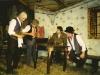Guzaj se zabava in pije pri Drobnetovih v Košnici