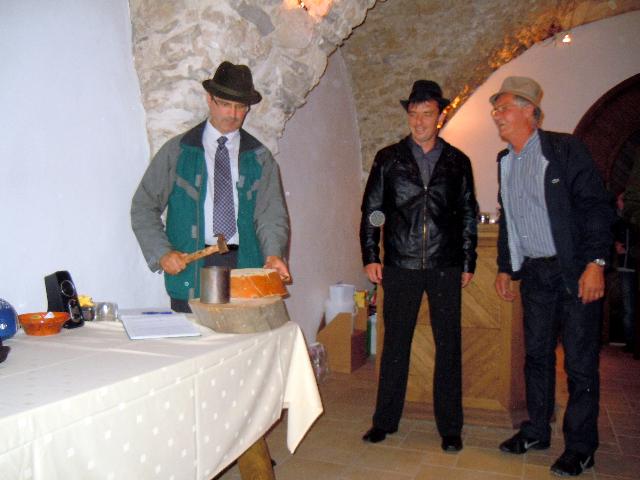 Planina Castle – Guzaj\'s nail-driving contest (2)