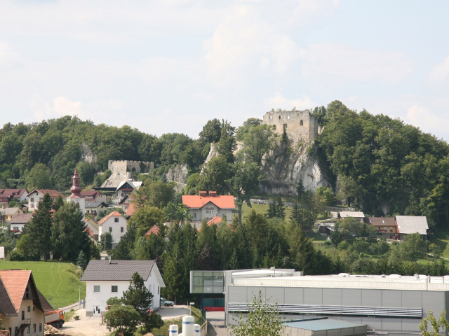 Planina and the Planina Castle (Planina has been a market town since 1345, when it was called Montparis)