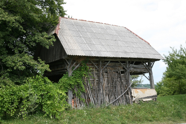 "The Hayrack of ""Kačar"" in Jezerce, where Guzaj hid from the gendarmes"