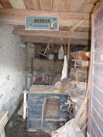 Inside the Lapršek mill – old millstones