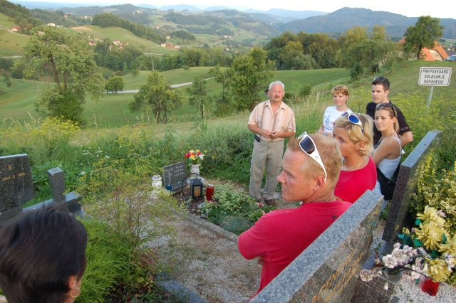 At Franc Guzej´s grave in Prevorje – parents of children attending camp (1)