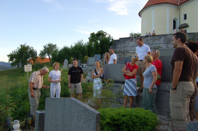 At Franc Guzej´s grave in Prevorje – parents of children attending camp (2)