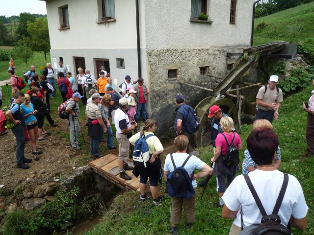 Hikers near the old Lapršek mill in Prevorje