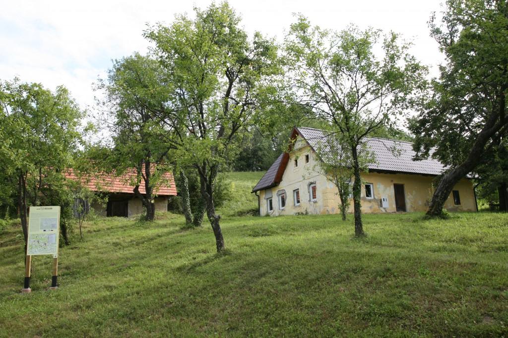 Drobnetova gostilna v Košnici - pred kletjo je bil na begu ustreljen Guzaj